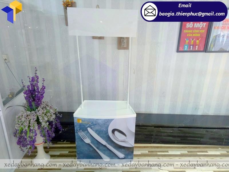 thiết kế booth nhựa siêu thị