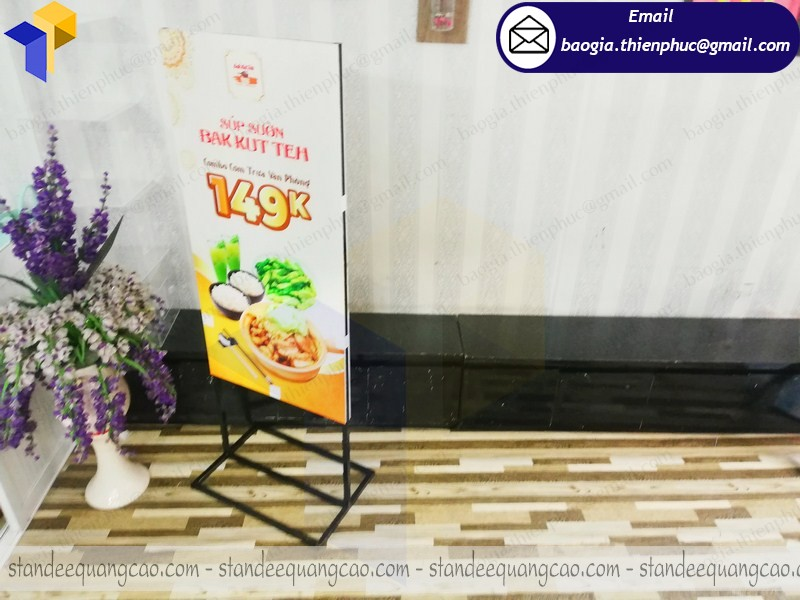 thiết kế standee 2 mặt ở hcm