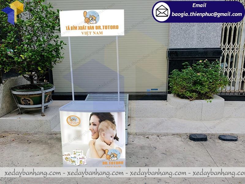 thiết kế booth nhựa quảng cáo tả theo yêu cầu