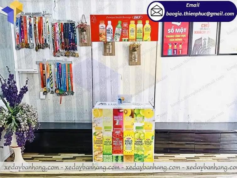 thiết kế booth sampling nước hoa quả