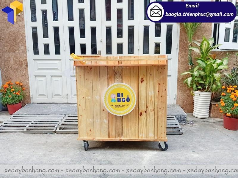tủ gỗ bán cà phê lưu động