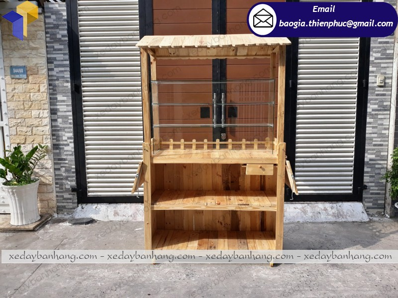 tủ gỗ bán đồ ăn vặt